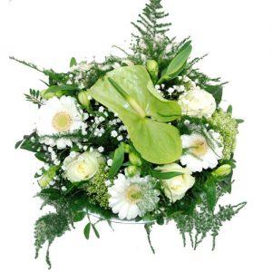 Wit bloemstukje in schaal
