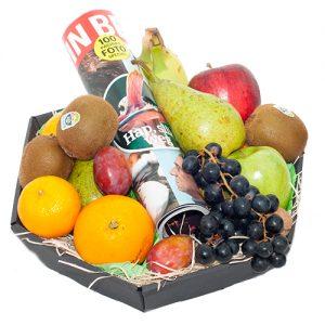 Fruitmand met tijdschrift