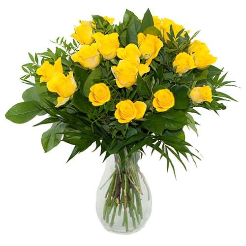 Boeket gele rozen met bladmateriaal
