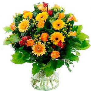 Najaarsboeket met oranje rozen